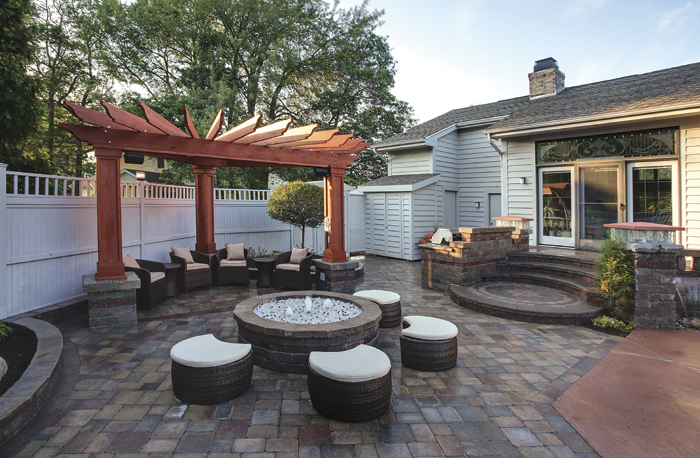 Project custom backyard living space